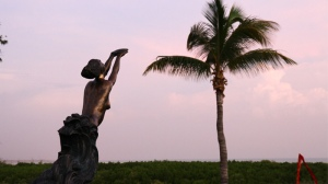 Women of Pearling Statue