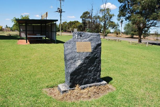 220px-Merriwagga_Black_Stump_Monument